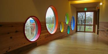 園舎 円の窓