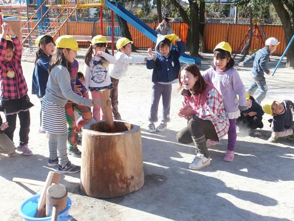 園児の餅つき 東松山市の本園にて